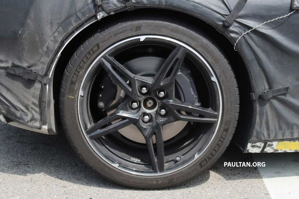 Spied Chevrolet Corvette 2019/2020 tire