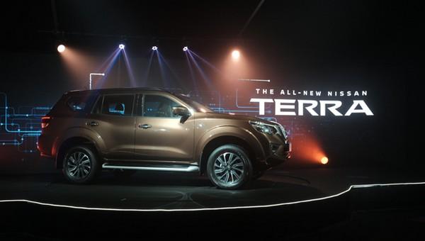 Nissan Terra 2018 side view
