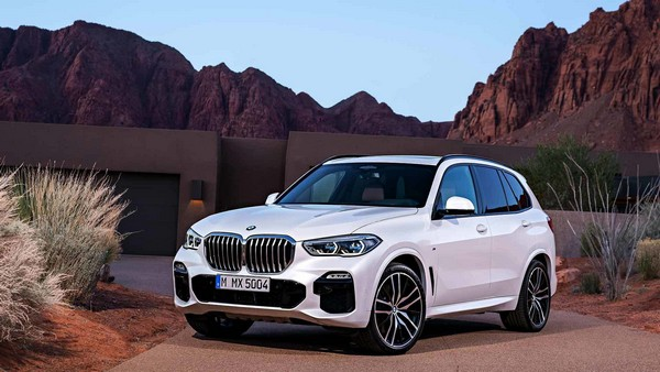 BMW X5 2019 angular front