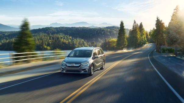 Honda Odyssey 2018 on the road