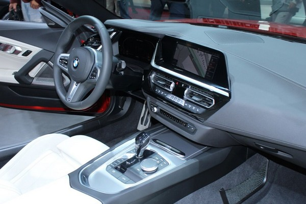 BMW Z4 2019 dashboard area