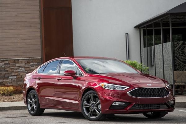 Ford Fusion Energi Hybrid 2018 angular front