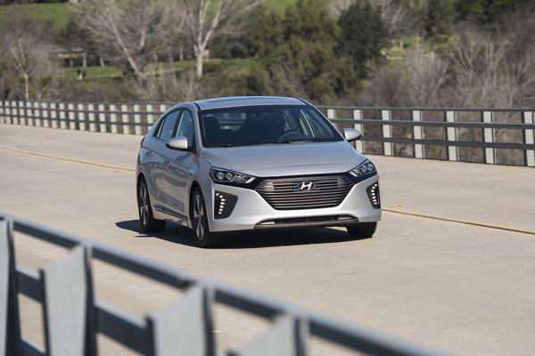 Hyundai Ioniq Plug-In Hybrid 2018 on the road