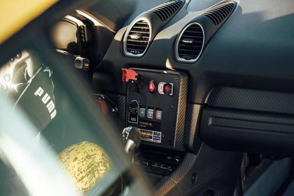 Porsche 718 Cayman GT4 Clubsport interior