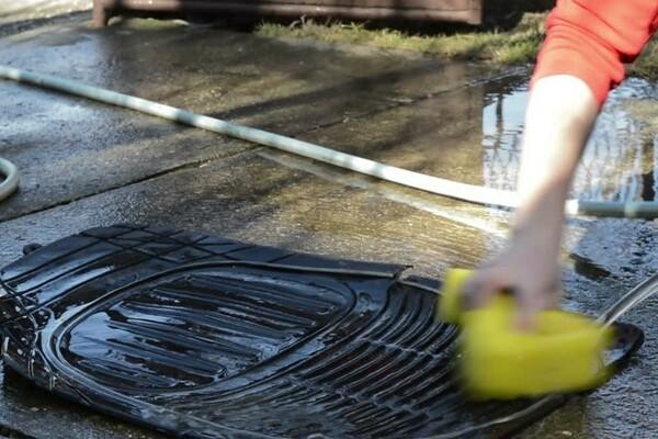 Washing the car mat