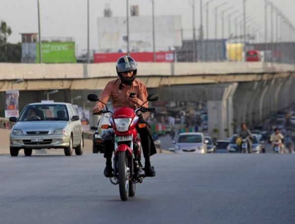 using mobile phone while riding bike