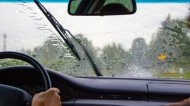 Be cautious about these 10 crucial things before driving in the rain